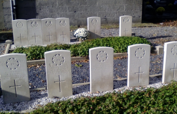 Avelgem - Outrijve Churchyard -  Commonwealth War Grave