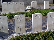 Avelgem - Outrijve Churchyard -  Commonwealth War Grave