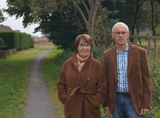 Provincieraadslid Marianne Verbeke en afdelingsvoorzitter Jan Pille bij het Guldensporenpad waar binnenkort een nieuw fietspad komt