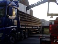 Heraanleg kruispunt Avelgem - Dag 1 - vrachtwagen vast